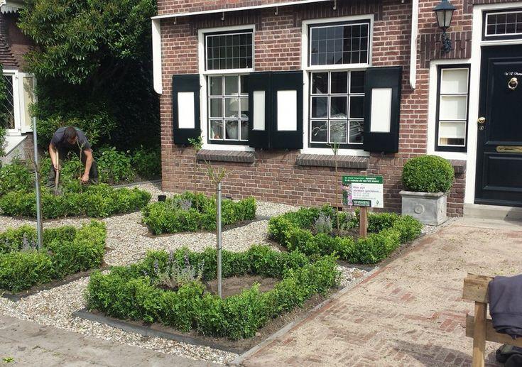 Hoveniers-klassieke-tuin-jaren-30-woning-Dirksland2-e1447034559130-900x633.jpg (900×633)