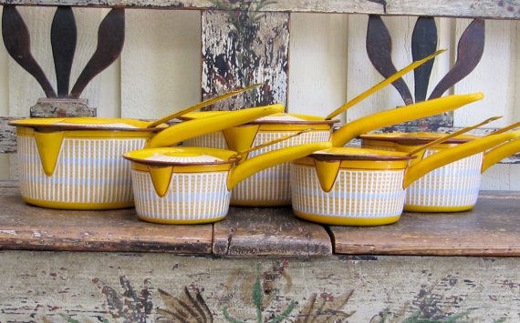 insanely gorgeous set of vintage french enamelware saucepans! Dream come true! ruegigi, etsy.