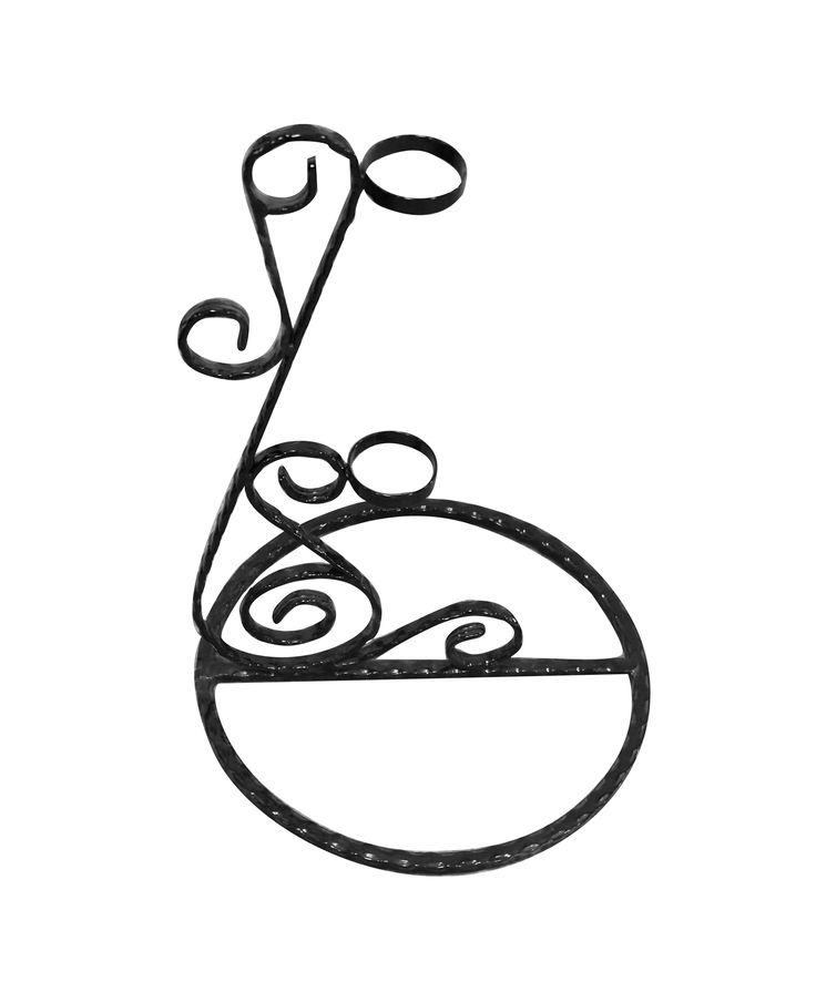 Suport din fier forjat pentru lumanare de botez. Mai multe informatii despre pret si dimensiuni le gasiti accesand linkul http://www.metaldesign.ro/ro/suporti-lumanari-cununii/524-suport-lumanare-cununie-fier-forjat-2.html