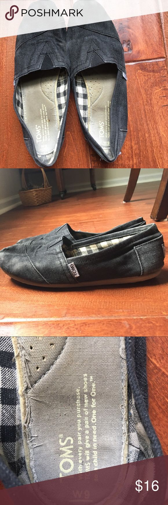 Women's Gray Toms Women's Gray Toms, worn but still have life left in them! Super comfortable TOMS Shoes Flats & Loafers