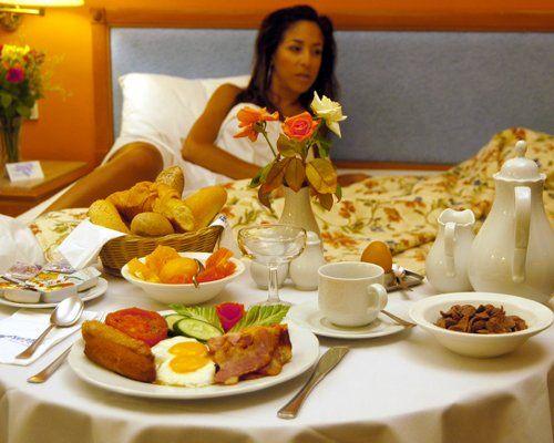 8 romantic breakfast in bed ideas english romantic and for Breakfast in bed ideas