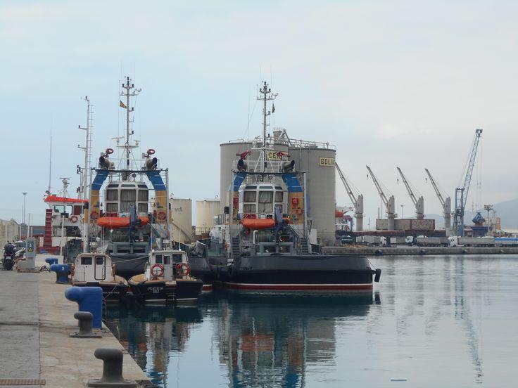 Puerto de Málaga. Remolcadores. 8/2015