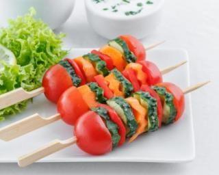 Bouchées de tomates cerise aux rondelles de légumes