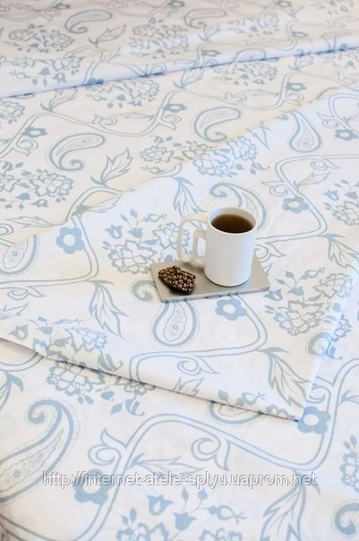 """Комплект постельного белья белого цвета с голубым узором. Пошив постельного белья по индивидуальным размерам: продажа, цена в Одессе. комплекты постельного белья от Интернет-ателье """"Сплю"""" - 13520323"""