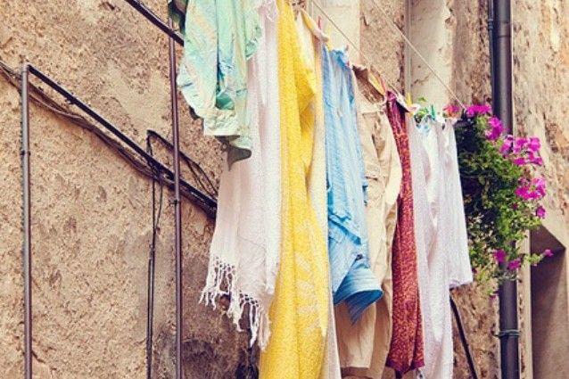 Cashmere, jeans e pelle: ecco come lavarli nel modo giusto per non rovinarli