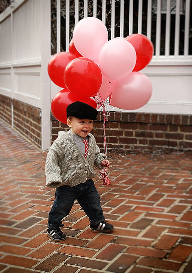 Love this Valentine's Day photo shoot idea for kids.