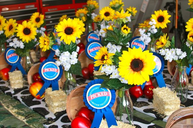 Favor baskets at a Volunteer Party #party #favors