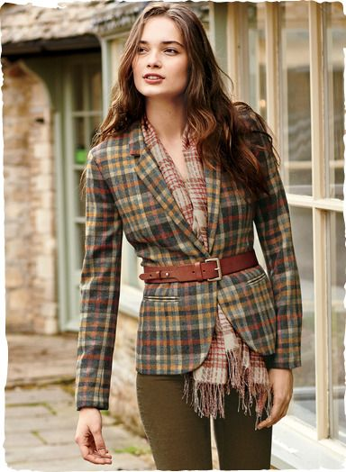 A fresh take on a classic plaid, in unexpected shades of ochre, russet, rose and grey. Our jacket is crafted of virgin wool woven in a traditional English mill, with a notch collar, shapely seaming, back vent and one button closure.
