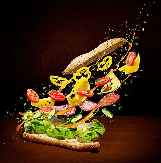 Талантливый художник бросает вызов гравитации в новом проекте «Летающая Еда» Петр Грегорчук (Piotr Gregorczyk), лондонский коммерческий фотограф натюрморта, дифференцировал себя с уникальным стилем фотографии, которая фокусируется на двух основных элементах — еда и сила тяжести. Его последний проект, названный «Летающая Еда & Жидкость», демонстрирует множество блюд, летящих по воздуху.