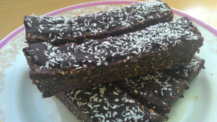 Fotorecept: Nepečené kakaové tyčinky z ovsených vločiek