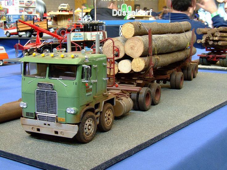 Twin-steer Freightliner.