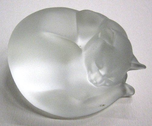 Sleeping Cat glass figurine from Hadeland Works - Norway, ca. 1987