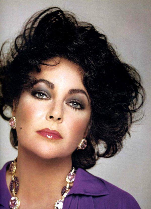 Elizabeth Taylor Age 44 Wears Her Signature Color Purple To Match Her Violet Eyes 1977 Elizabeth Taylor Jewelry Elizabeth Taylor Style Elizabeth Taylor