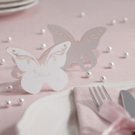 Süße gestaltete Stehkarte mit filigranen Ranken auf den Schmetterlingsflügeln.  Das Set enthält 10 weiße Karten. Maße: 9,5 x 7 cm