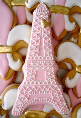 Eiffel Tower and Fleur de lis cookies, too cute to eat...almost ;-)