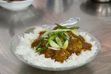 Klopsiki z cebulką dymką w chińskim curry