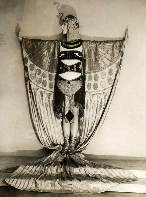 Nina Payne in Josephine Baker revue, 1928: Egyptian Goddesses, Art Nouveau, Egyptian Revival, 1920S Costumes, Egyptian Art, Nina Payne, Art Deco, Photo Shoots, Egyptian Costumes