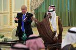 AS-Saudi lakukan kesepakatan penjualan senjata senilai 110 miliar dollar  RIYADH (Arrahmah.com)  Washington telah menandatangani kesepakatan penjualan senjata dengan Arab Saudi senilai hampir 110 miliar USD pada Sabtu (20/5/2017) di hari pertama kunjungan Presiden AS Donald Trump ke Arab Saudi.  Trump memuji kesepakatan untuk pembelian peralatan dan layanan pertahanan AS oleh Arab Saudi yang dicapai selama pertemuan di Riyadh lansir MEE.  Itu adalah hari yang luar biasa. Investasi luar biasa…