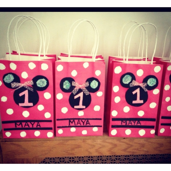 My nieces Minnie Mouse goody bags