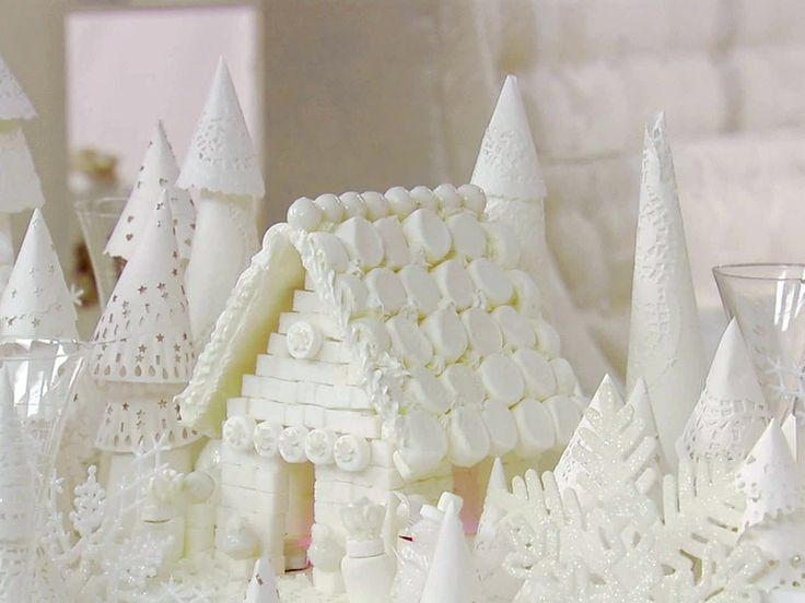 Get this all-star, easy-to-follow Food Network Sugar Cube House (Tablescape Centerpiece) recipe from Sandra Lee.