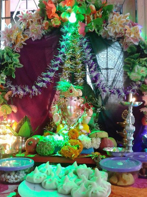 Ganesh chaturthi decoration ideas for home with flowers for Background decoration for ganesh festival