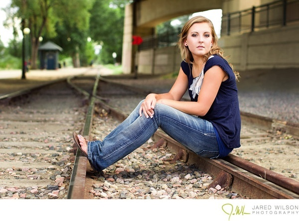 Senior pictures senior-pictures: Pictures Ideas, Pictures Senior Pictures, Photos Ideas, Senior Pictures Poses, Training Track, Pics Ideas, Senior Pics, Random Pin, Railroad Track