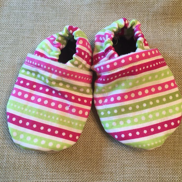 Stay-on slippers by SewFab3 on Etsy https://www.etsy.com/ca/listing/385178064/stay-on-slippers