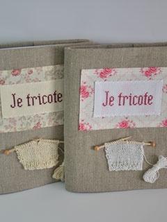 Cahier à tricot en lin naturel.