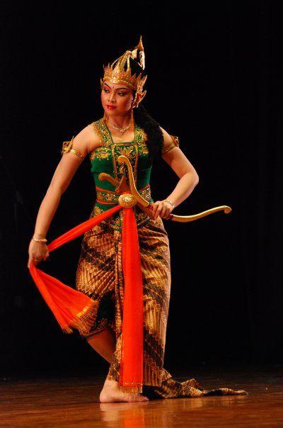 Deepa Respati. Penari Tradisi. Jawa. ISI. Surakarta. by https://www.facebook.com/deepa.respati/photos