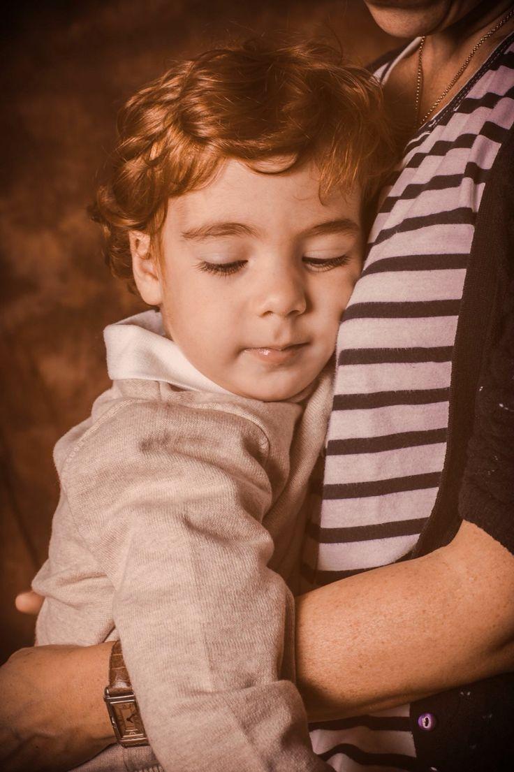 El tímido Mateo: nos enseñó su sonrisa franco-española en contadas ocasiones pero nos dejó imágenes muy tiernas junto a su madre Magali.  #fotos #hijo #madre #photos #mum #son