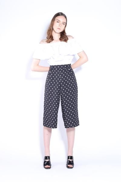 Make statement in this cute geo print culottes. Comfortable and flattering high waist design to elongate leg. Made with light weight cotton fabric, perfect for summer