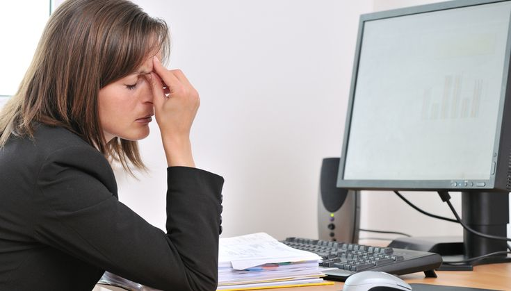 Cegah Sakit kepala yang timbul di tengah-tangah kesibukan kamu di kantor dengan beberapa tips berikut ini. #kantor