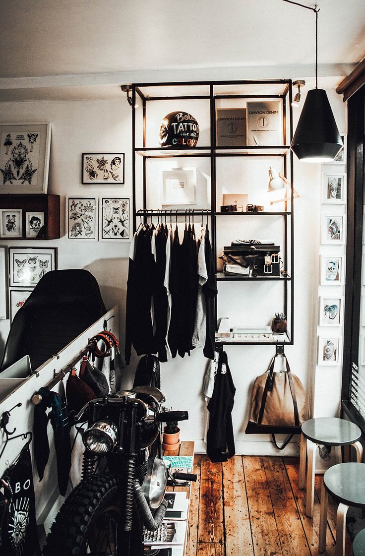 25 best ideas about tattoo studio interior on pinterest tattoo shop decor tattoos shops and. Black Bedroom Furniture Sets. Home Design Ideas