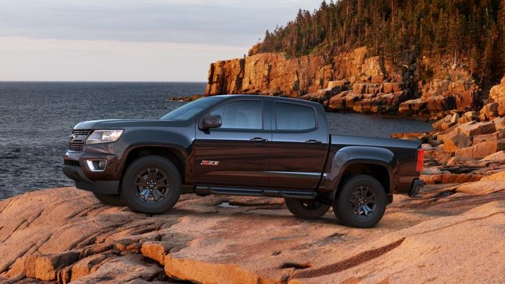 Chevy Colorado Z71 Midnight Edition with offroad side ...