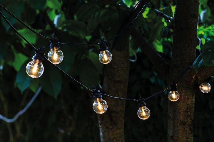Voeg sfeervolle verlichting toe aan je achtertuin met dit speelse Lucas lichtsnoer van Sirius.