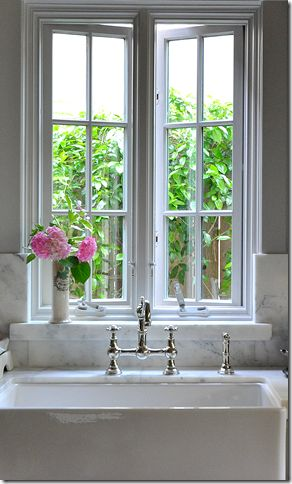 I will have this window, only larger, in my next kitchen:)