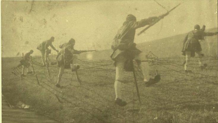 Τσολιάδες Μικρά Ασία, Evzones in fighting action as Hemingway described them.