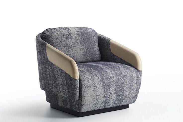 Design: Samuel Wilkinson, 2014 La collezione di imbottiti Worn, disegnata da Samuel Wilkinson per Casamania, è composta da una poltrona, un divano a due posti e un divano a tre posti. Il dettaglio distintivo – un contrastante ritaglio di pelle naturale che riveste i braccioli – è strategicamente posizionato sulle zone che normalmente si usurano …