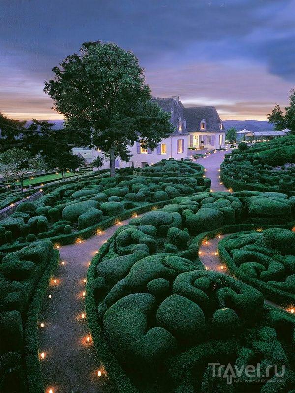 В июле и августе в садах Маркесак проводятся ночные представления при свете свечей, Франция / Франция