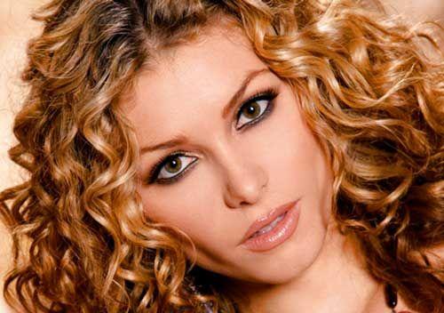 http://cortesde-pelo.com/peinados-pelo-rizado/ ¡¡Peinados fáciles, bonitos y modernos para pelo rizado!! Hazte los mejores peinados y luce tu melena diferente cada día. Aquí te mostramos unas ideas fantásticas para dominar esos rizos y conseguir un look a la última.