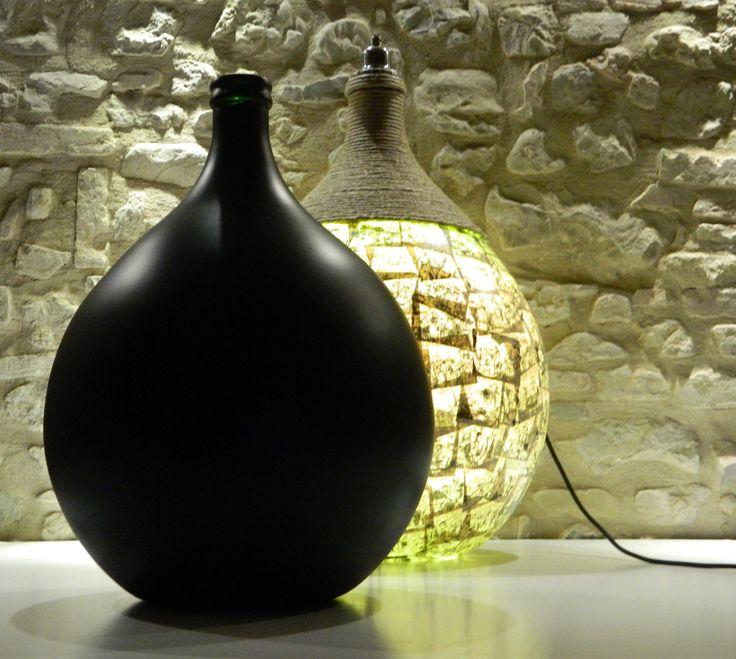 Damifù e Damilav Damigiana con fumetti e canapa e damigiama con lavagna. vari usi : vaso da terra, vaso da tavolo, vaso per esterno, lampada da terra con luce diffusa, lampada da tavolo con luce diffusa ecc