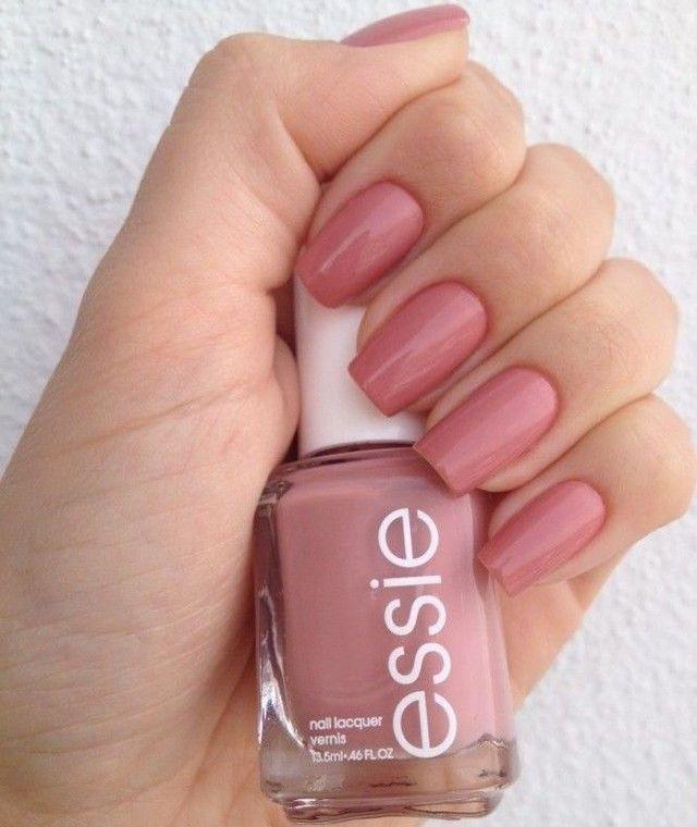 A light pink and delicate color on the nails is the right choice to spend the week with wonderfull hands! It combines with a variety of looks and occasions! ⠀ #unhas #nail #nailart #fashion #esmalte #nailpolish #colors #essie #cores