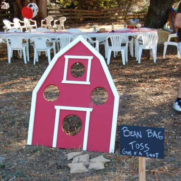 """There is something so fun about """"going down on the farm"""" to celebrate a birthday so we've rounded up 23 favorite barnyard birthday party ideas! Old MacDonald would be proud! Whether you are looking for cupcake ideas, party favors, games and activities or decorations... #barnyard #birthday #crafts"""
