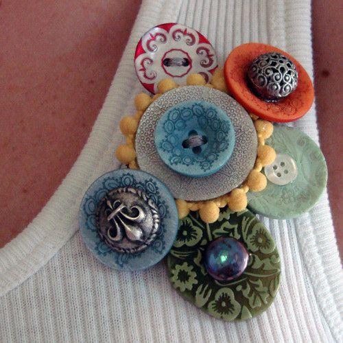 Siempre he defendido que el concepto de joyería no se aplica sólo a piedras y metales preciosos, sino que entra en juego también el tiempo empleado en la cre...