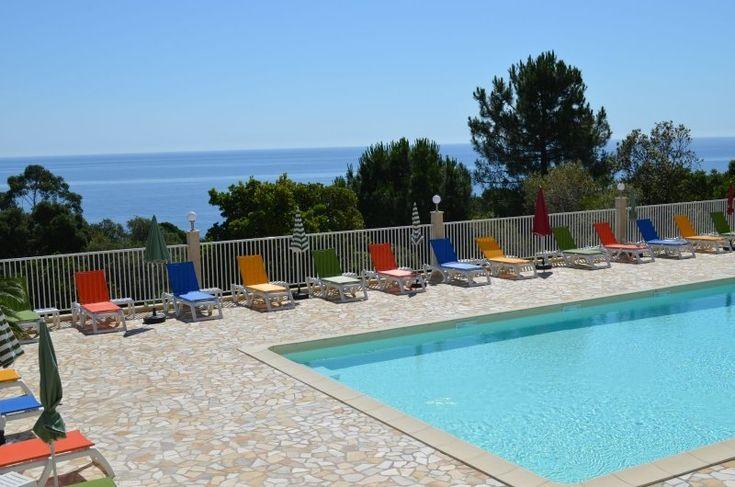 Camping Mozziconaccia - Corsica is gelegen tussen Tarco en Favone aan de zuid oost kust. De camping heeft ook chalets voor 2 tot 6 personen ...