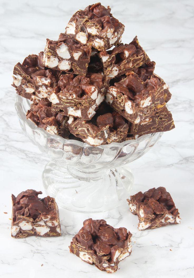 Lättgjort, gudomligt gott och krispigt julgodis med marshmallows, cornflakes & choklad.