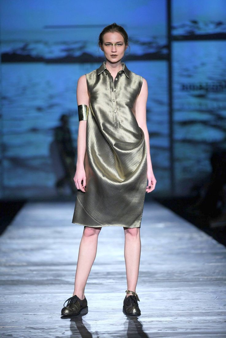 Shine bright in this #metallic glamour by #RajeshPratapSingh at #AmazonIndiaFashionWeek #AutumnWinter'16