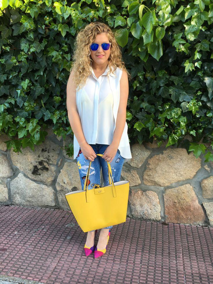 Gafas de sol Hawkers - Maxi Bolso Guess - Jeans Qué Guapa - Stilettos Lolita Blu