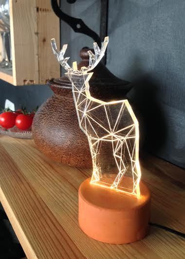 Schöne moderne Rentier Lampe, Laser gravierte Waldland Themen dekorative Lampe.  Fügen Sie moderne Einfachheit und Humor zu Ihrem Haus oder Büro