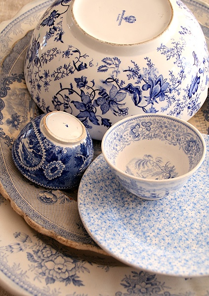 Stunning & intricate blue bowls and plates for a charming kitchen setting.